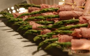 hors d'oeuvres - roast beef asparagus rolls